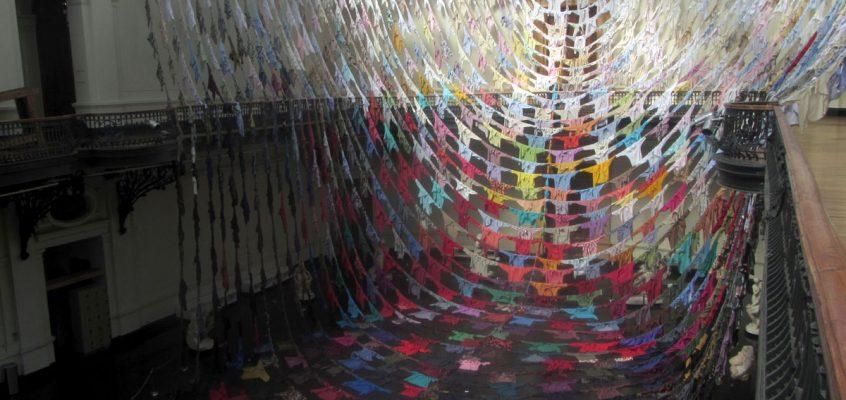 Dos proyectos: Huellas y diálogos, de Kaarina Kaikkonen